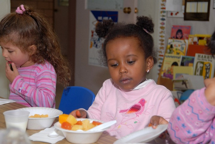 Children eating in child care
